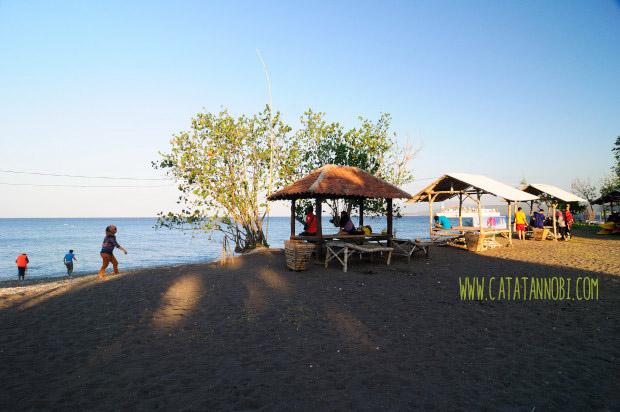 Menikmati Senja Rumah Apung Pantai Bangsring Banyuwangi Kab