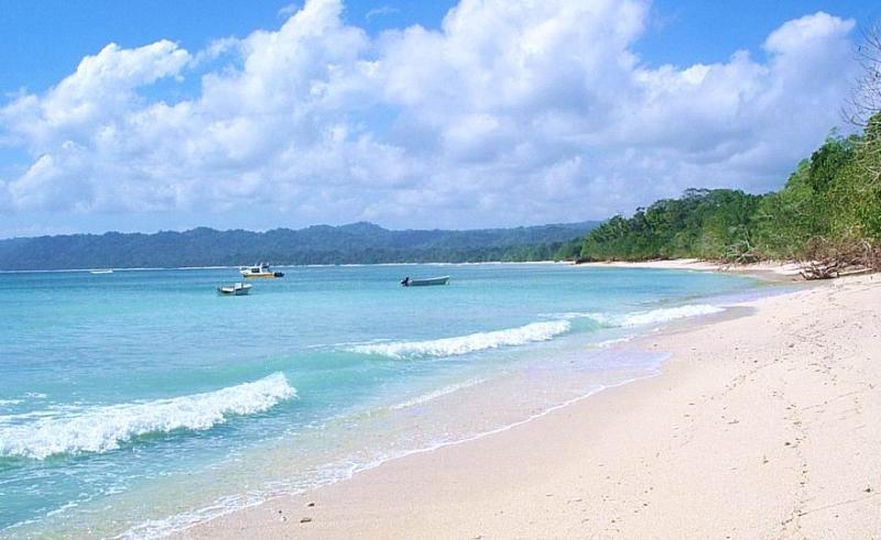 9 Pesona Wisata Alam Jawa Timur Klikhotel Pantai Plengkung Bomo