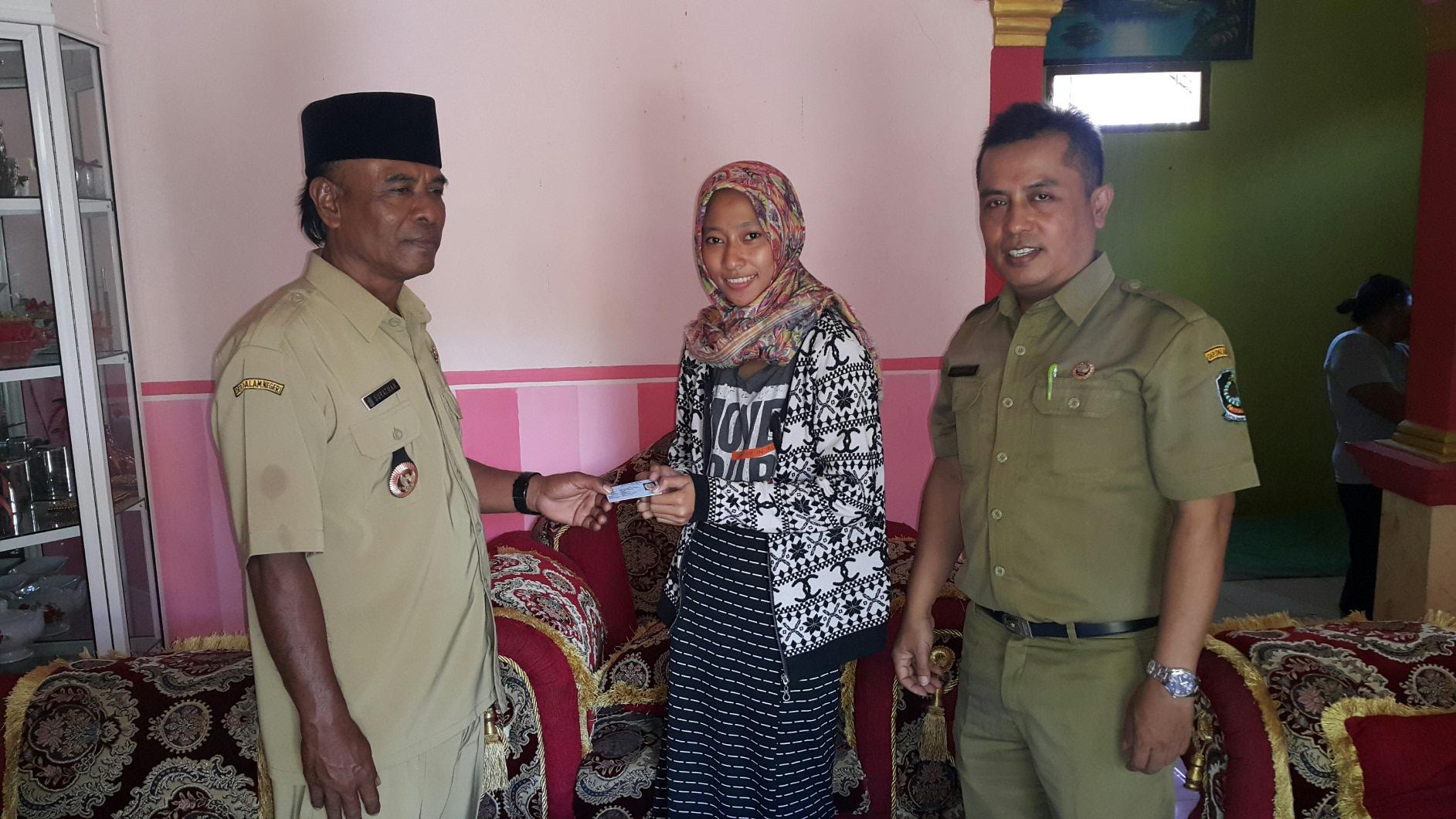 Desa Bomo Kecamatan Blimbingsari Kabupaten Banyuwangi Penyerahan Ktp Elektronik Secara