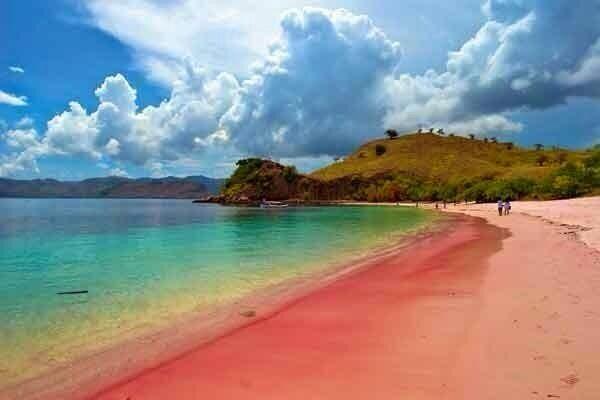 Pantai Pulau Merah Banyuwangi Wisata Indonesia Tanah Berwarna Bentuknya Menyerupai