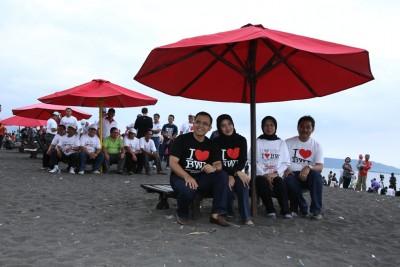 Bupati Launching Payung Merah Pantai Boom Banyuwangi Pembenahan Menciptakan Menjadi