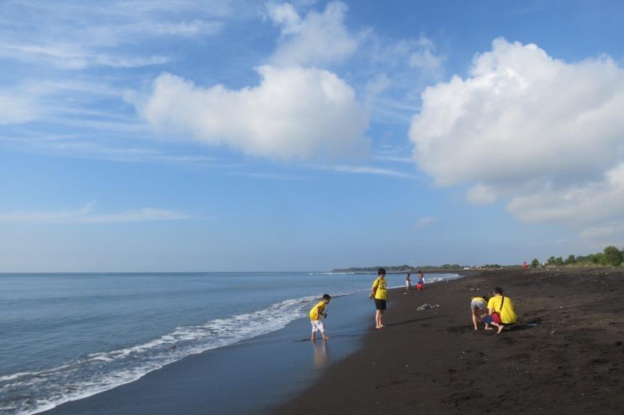 Menikmati Pagi Gemilang Pantai Boom Banyuwangi Kab