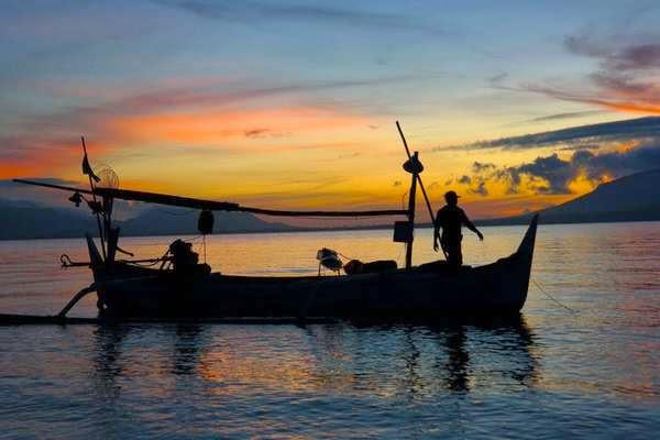 Pantai Boom Banyuwangi Bagus Menunggu Matahari Muncul Pertama Kalinya Pulau