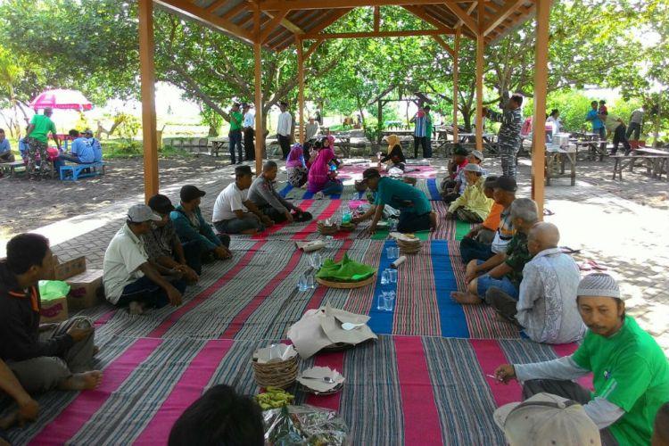 Pantai Cacalan Alternatif Destinasi Wisata Keluarga Banyuwangi Tradisi Rebo Pungkasan