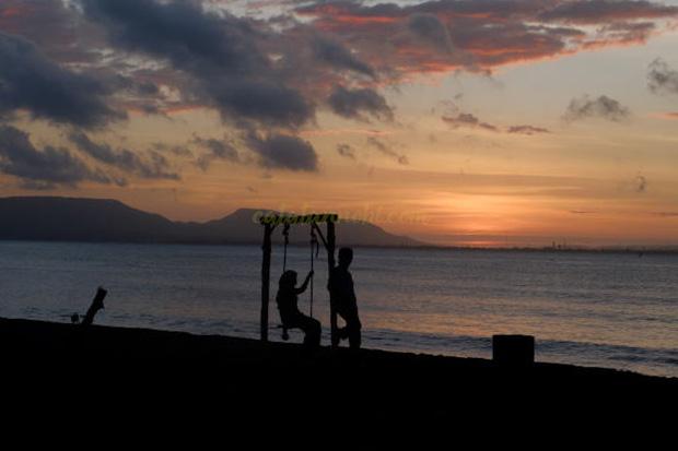 Pantai Cacalan Banyuwangi Spot Menikmati Sunrise Menyenangkan Kab
