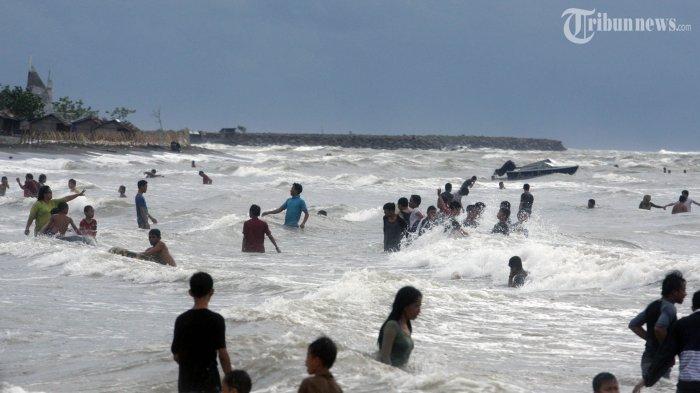 Warga Banyuwangi Kumpul Pantai Cacalan Usir Malapetaka Kab