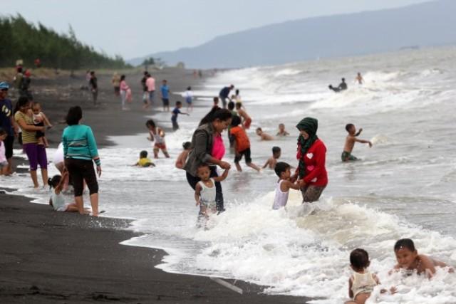10 Gambar Pantai Cemara Banyuwangi Jawa Timur Jalan Menuju Liburan