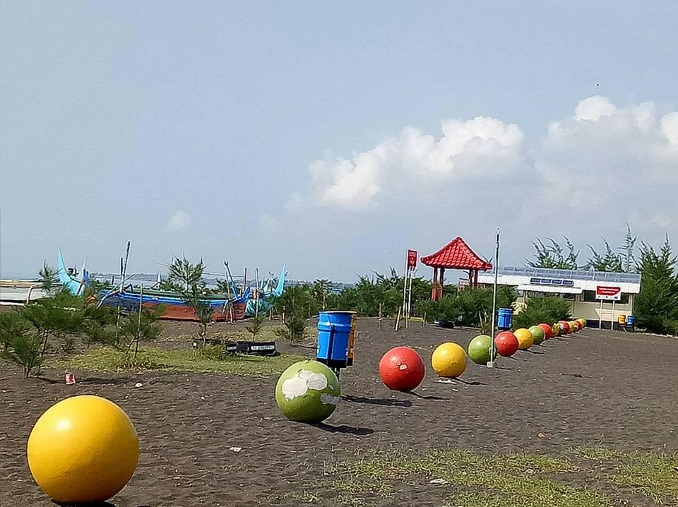 Wisata Pantai Cemara Banyuwangi