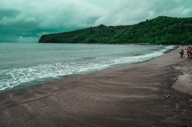Kemolekan Aktifitas Mengasyikkan Pantai Grajagan Banyuwangi Mencicipi Kab