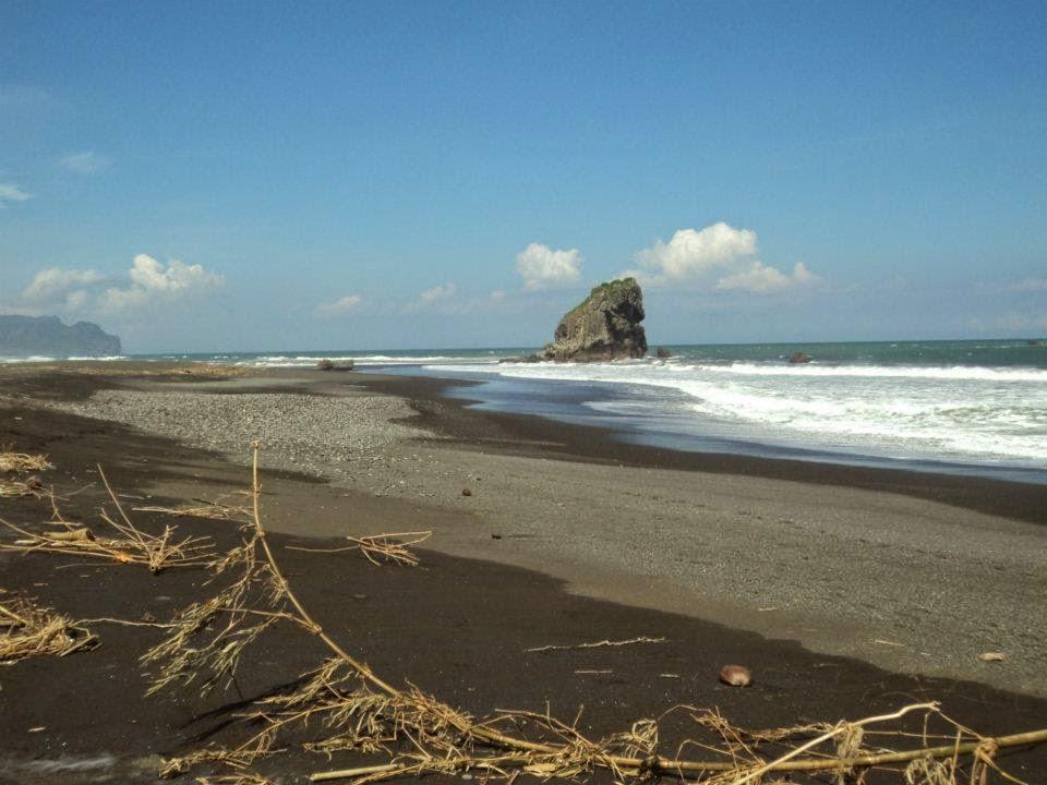 Keindahan Pantai Lampon Pesanggaran Banyuwangi Bagus Karang Besar Ombak Cukup