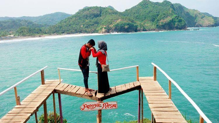 Pantai Lampon Kecil Romantis Kebumen Foto Pasangan Kab Banyuwangi