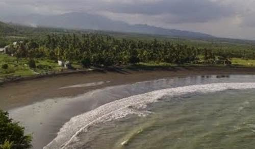 Terpesona Keindahan Pantai Lampon Banyuwangi Cerita Budaya Nusantara Hamparan Pasir