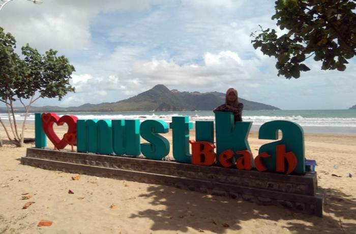 10 Gambar Pantai Mustika Banyuwangi Calon Primadona Jawa Timur Beach