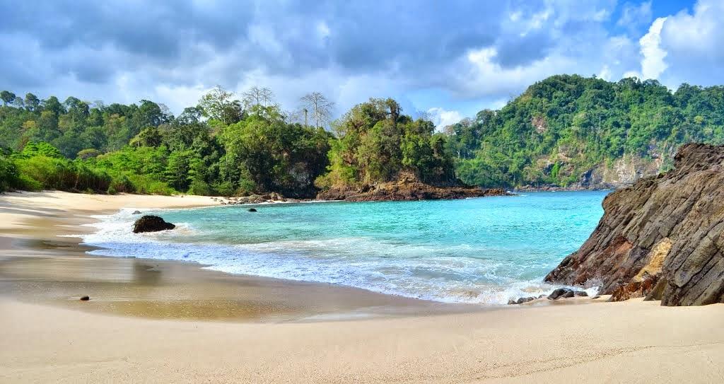 Inilah 10 Pantai Banyuwangi Wajib Dikunjungi Explore Teluk Hijau Mustika
