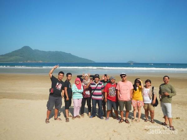 Pantai Mustika Banyuwangi Saingan Berat Pulau Merah Bersama Teman Kab