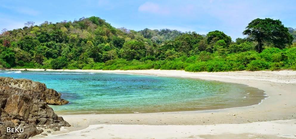 Pantai Wedi Ireng Banyuwangi Perjalanan Ditambah Karang Berada Pinggiran Melengkapi