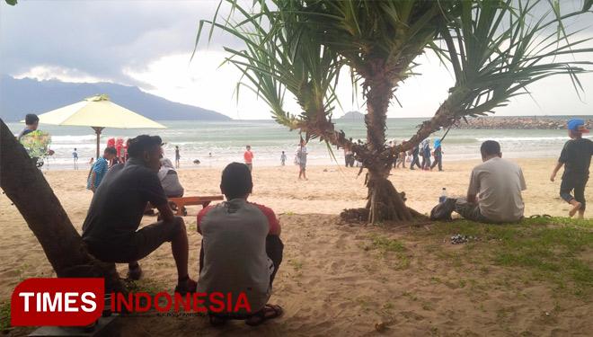 Sensasi Langkahkan Kaki Pasir Emas Datangi Pantai Mustika 49lq8x Jpg