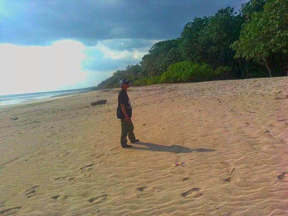 Jejak Kaki Pantai Ngagelan Banyuwangi Berada Sebelah Barat Trianggulasi Berjarak