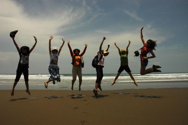 Melepas Penyu Pantai Sukamade Nonikhairani Ngagelan Kab Banyuwangi