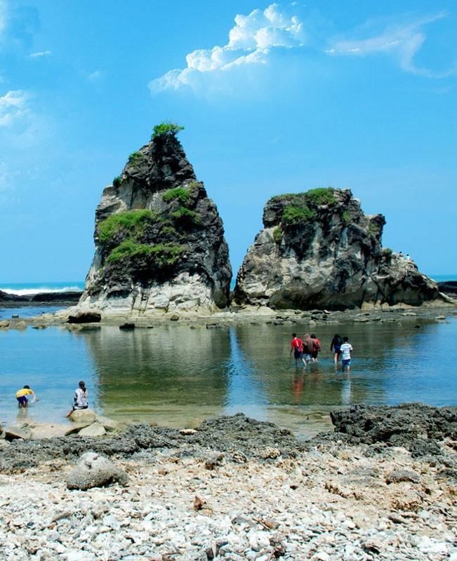 50 Pantai Indonesia 13 Sawarna Palu Kuning Kab Banyuwangi