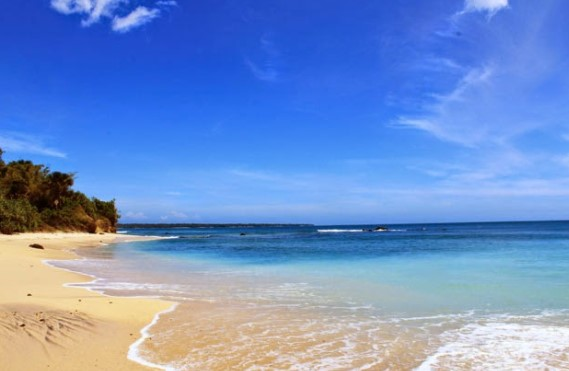 65 Tempat Wisata Banyuwangi Terkenal Menarik Dikunjungi Pantai Trianggulasi Palu