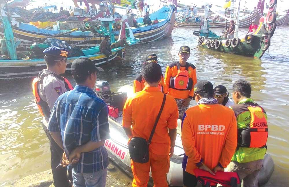 Nelayan Muncar Hilang Diterjang Ombak Pantai Palu Kuning Kab Banyuwangi
