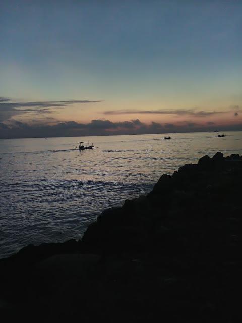 Palu Kuning Underrated Beach Banyuwangi Kapal Nelayan Berlabuh Pantai Kab