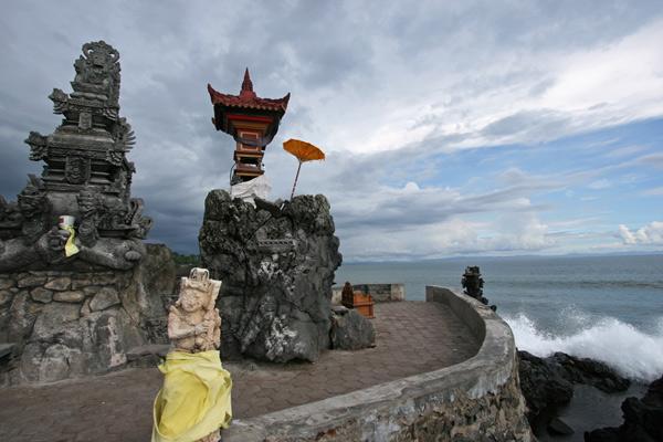 Sembari Menyusuri Pantai Mampir Pura Batu Bolong Lombok Mataram Senggigi