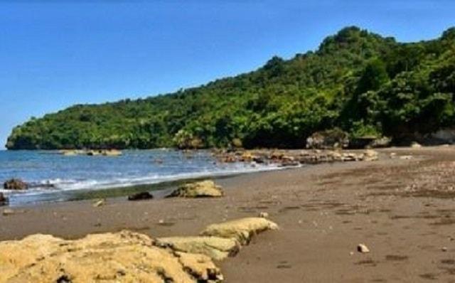 15 Objek Wisata Banyuwangi Terkenal Traveluxion Pantai Parang Ireng Kab