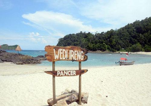 7 Pantai Terbaik Tersembunyi Banyuwangi Membuat Wedi Ireng Parang Kab