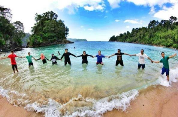 Aktivitas Akses Menuju Lokasi Pantai Teluk Hijau Banyuwangi Wisata Kab