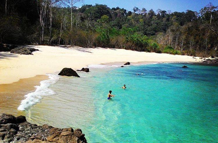 Pantai Perawan Teluk Hijau Greenbay Instagram Kab Banyuwangi