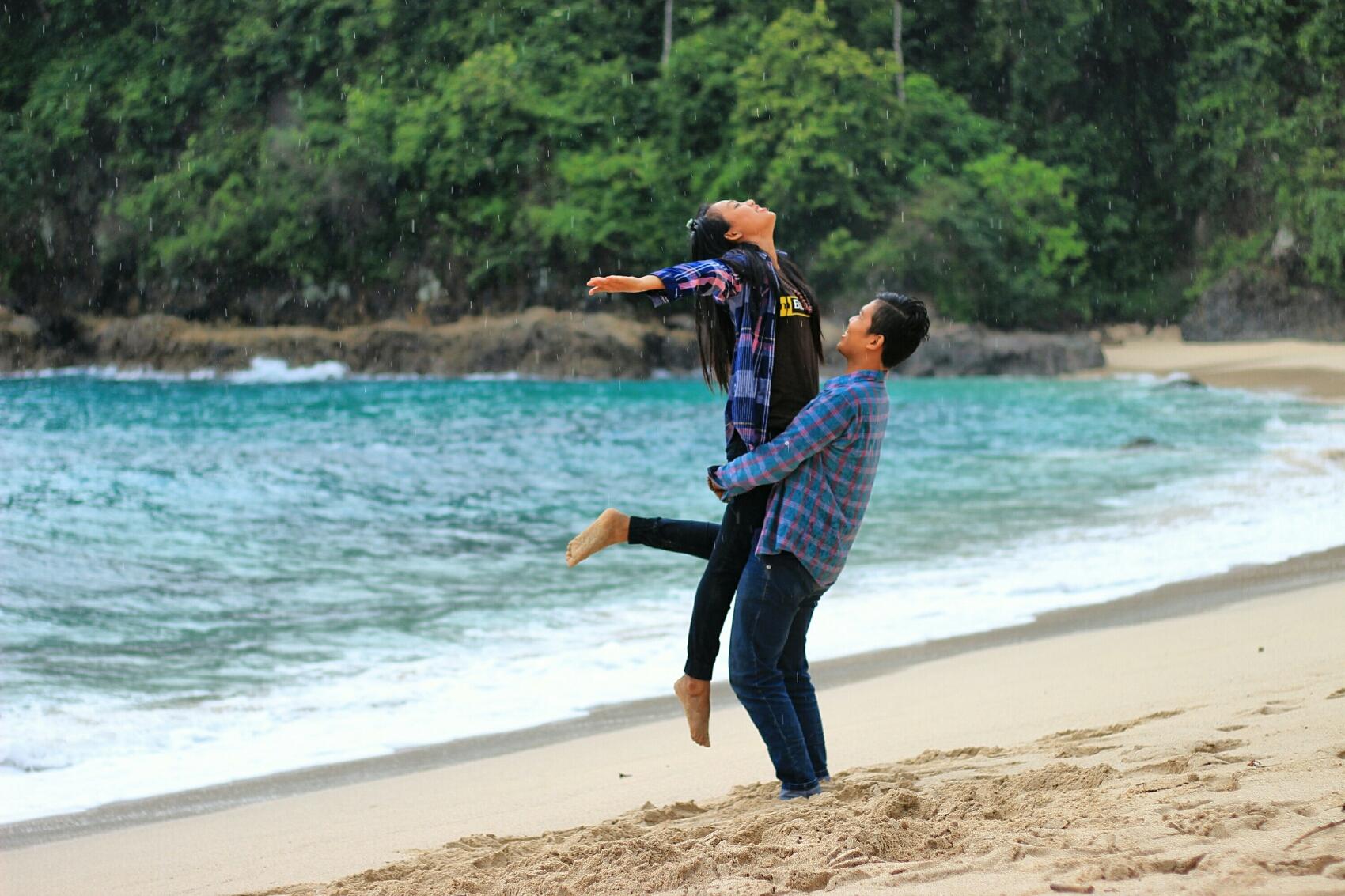 Pantai Teluk Hijau Green Bay Membiru Hijab Kab Banyuwangi
