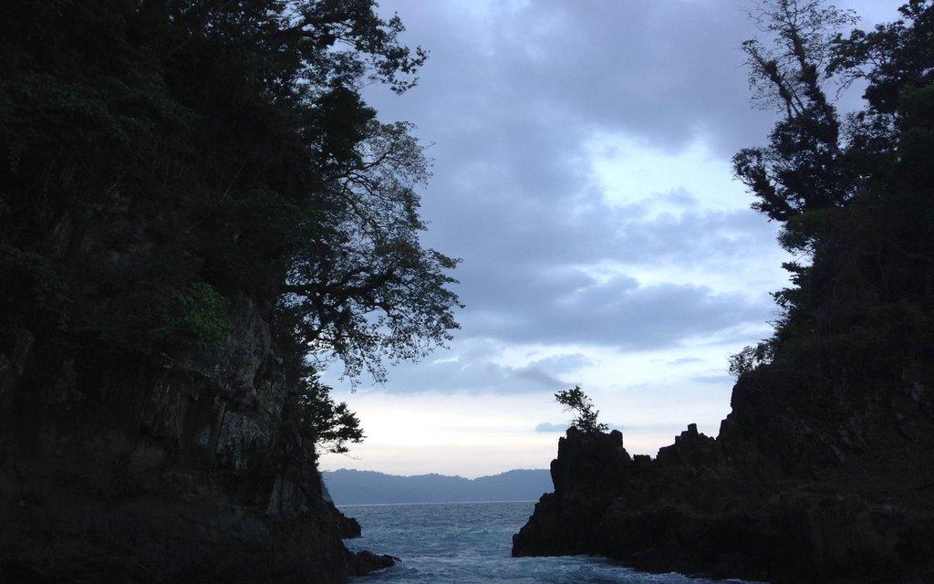Pantai Teluk Hijau Hidden Paradise Banyuwangi Liburan Keren Kab