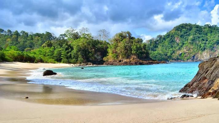 Pantai Teluk Hijau Pesona Alam Memukau Banyuwangi Sportourism Id Kab