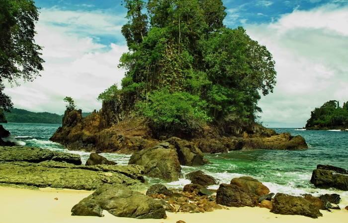 Teluk Hijau Green Bay Banyuwangi Fasilitas Harga Tiket Rute Map