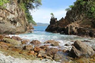 Teluk Hijau Pantai Cantik Tersembunyi Banyuwangi 1001wisata Batu Bisa Melewati