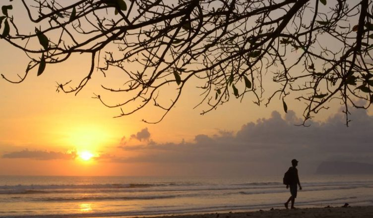 Obyek Wisata Pantai Trianggulasi Banyuwangi Ngayap Kab
