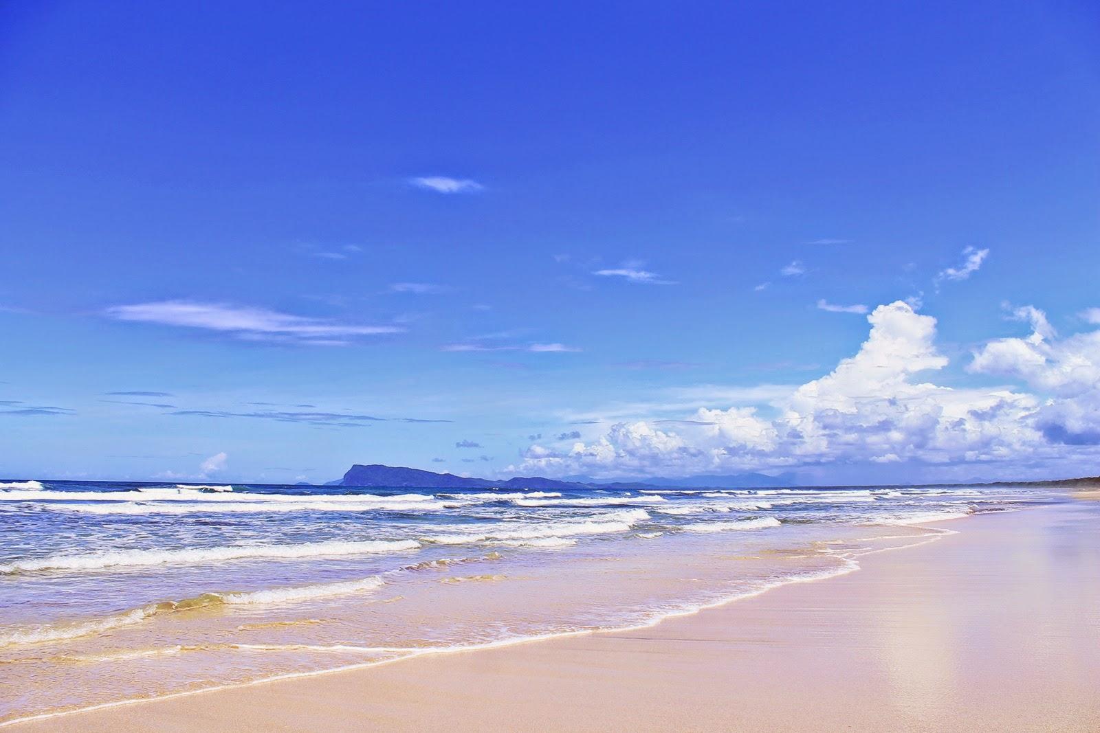 Pantai Trianggulasi Banyuwangi Bagus Deburan Ombak Terlihat Cukup Tinggi Topografi
