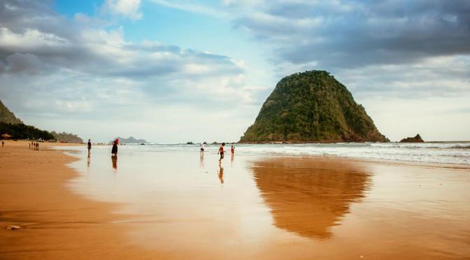 10 Destinasi Wisata Banyuwangi Menarik Dikunjungi Pulau Merah Kab