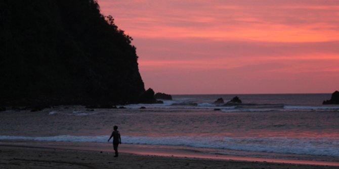 Cerita Mistis Pulau Merah Batu Moro Seneng Banyuwangi Pantai Kala