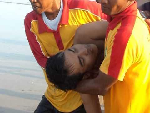 Korban Terseret Arus Pantai Pulau Merah Banyuwangi Youtube Kab