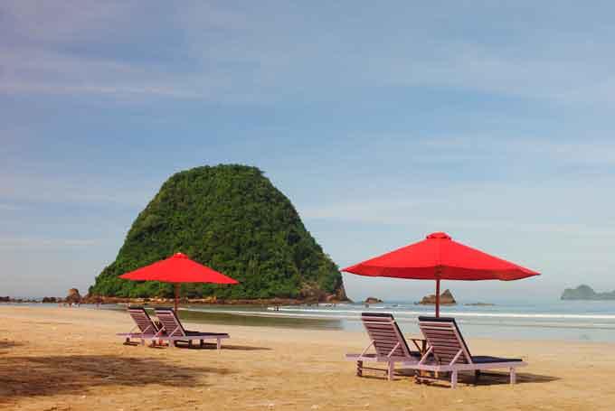 Menikmati Wisata Pantai Pulau Merah Vebma Kab Banyuwangi