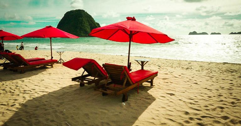 Paket Wisata Banyuwangi Pantai Pulau Merah Arna Tour 0878 5954