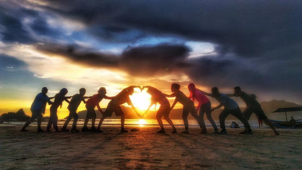 Paket Wisata Kawah Ijen Pulau Merah Teluk Hijau Banyuwangi Tour