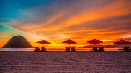 Pantai Pulau Merah Banyuwangi Asal Usul Lokasi Destinasi Wisata Favorit