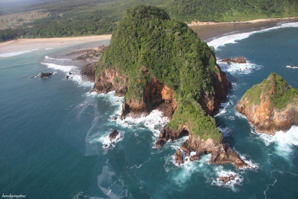 Pantai Pulau Merah Banyuwangi Unik Menawan Jawa Timur Kab