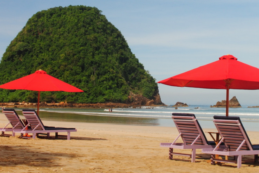 Pantai Pulau Merah Destinasi Memikat Hati Banyuwangi Travel Kab