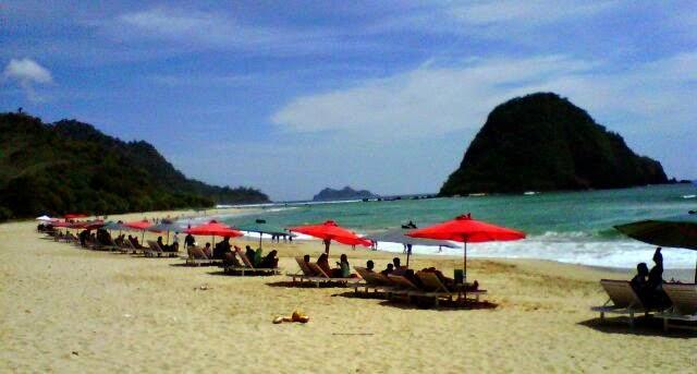 Pantai Pulau Merah Destinasi Wisata Banyuwangi Sportourism Id Kab