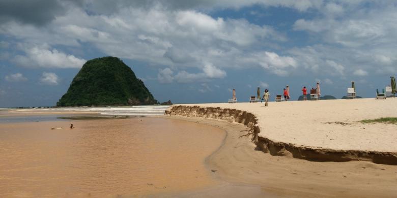 Pantai Pulau Merah Dulu Airnya Bening Tercemar Lumpur Kamis 18